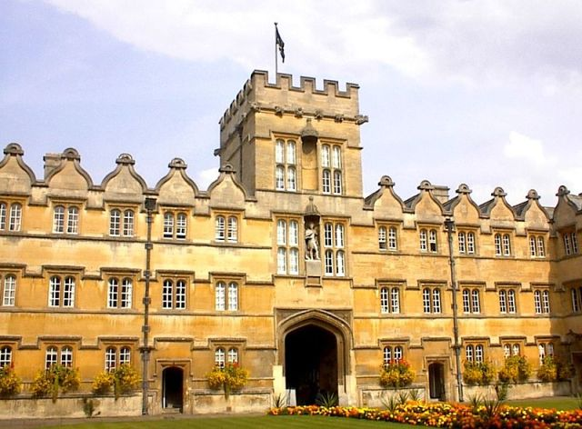 800px-University_College_Oxford[1]